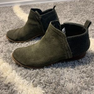 Toms ankle booties 9.5